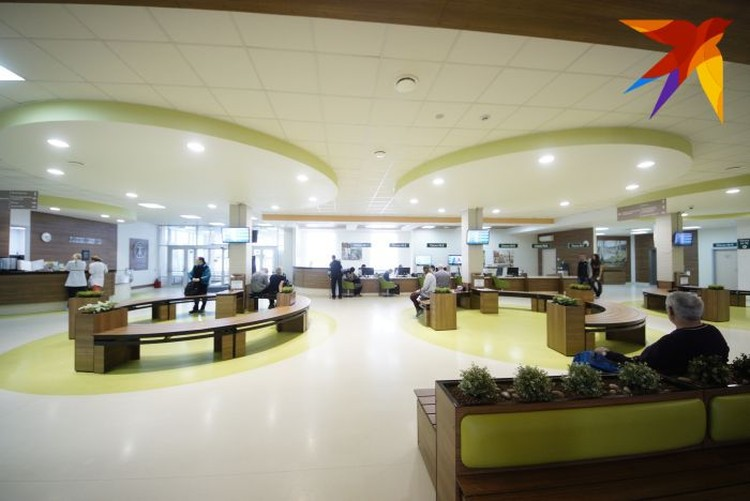 Фойе госпитала Тетюхина немного напоминает дорогой отель.
