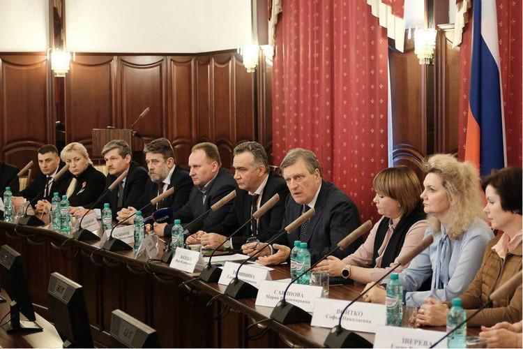 Власти на встрече с медиками обсудили и саму трагедию, и историю с задержанием заведующей поликлиникой. Фото: пресс-служба правительства Кировской области