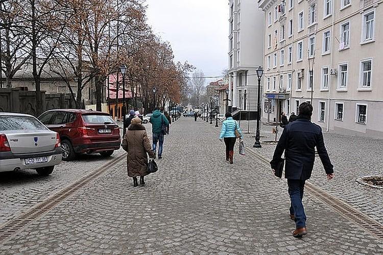 К покрытию пешеходной улицы в центре Кишинева претензии не только у знаменитого композитора, но и большинства кишиневцев