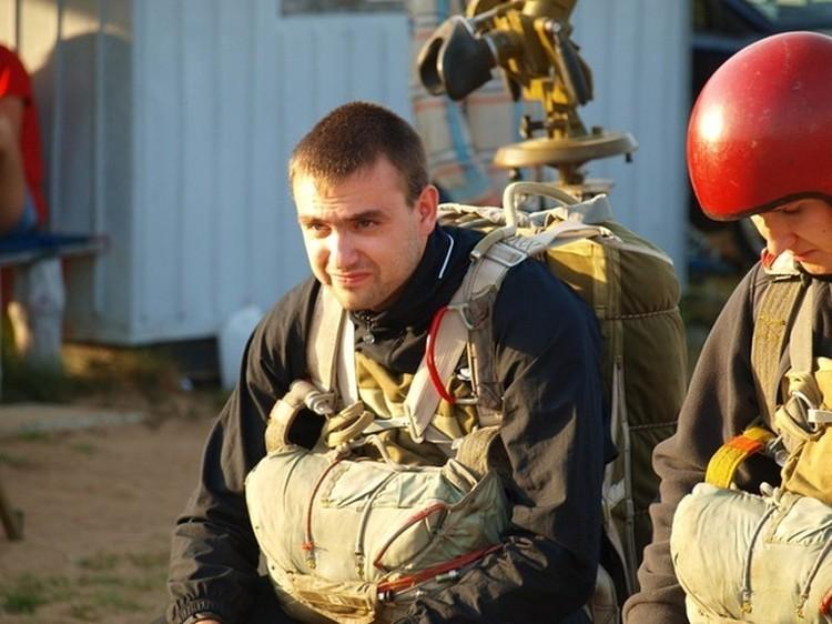 Все фотографии Сергея говорят о любви к парашютному спорту. Фото: личная страница Вконтакте Сергея Вяликова