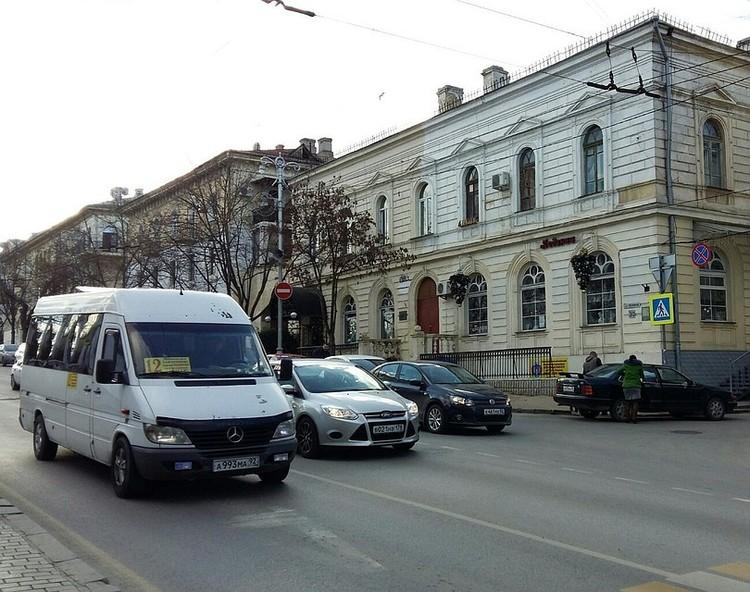 Движение ограничат в Севастополе до 23.00 18 марта.