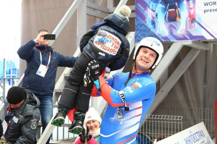 В Сочи Семена приехала поддержать вся семья. Фото: федерация санного спорта России.