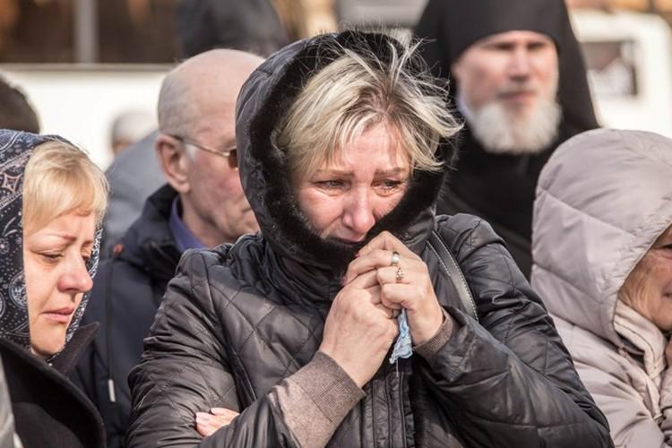 Боль родных и близких погибших и спустя год не утихает. Фото: пресс-служба АКО.