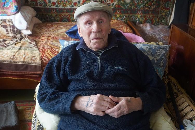 93-летний Олег Константинович помнит ту войну.
