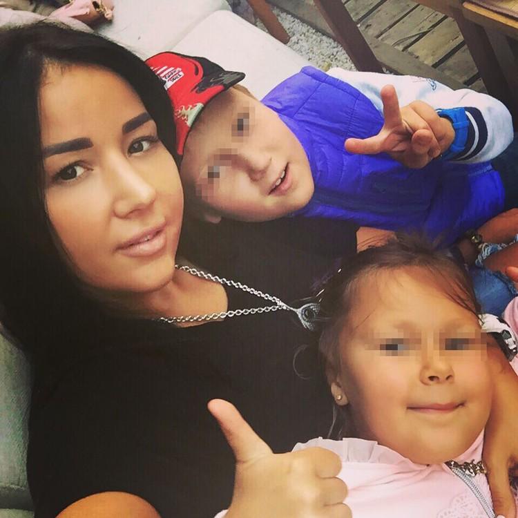 От первого брака у дочки Ишаевой двое детей.