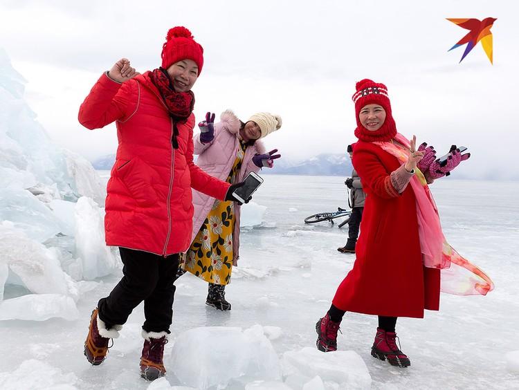 Китайские гости на льду Байкала.