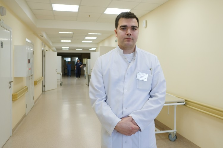 Челюстно-лицевой хирург отделения сочетанной травмы Артемий Карпенко