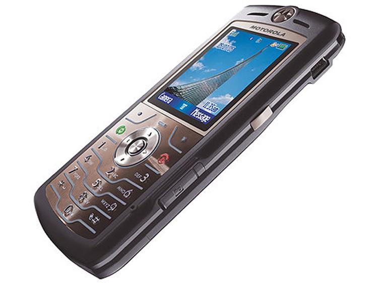 У Motorola SLVR L7 была камера с 4-x кратным зумом