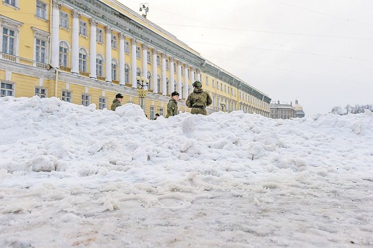 В Петербурге за сугробами красот не было видно.