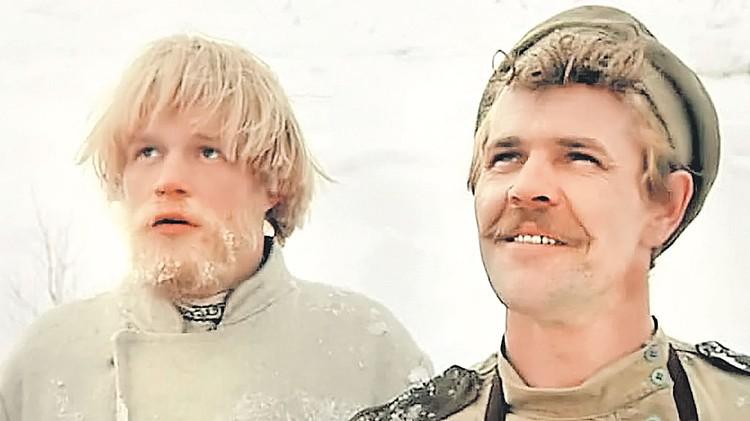 Булдакову часто приходилось играть военных. Алексей в роли Солдата в музыкальной комедии «Небывальщина» (1983 г.). Фото: Кадр из фильма