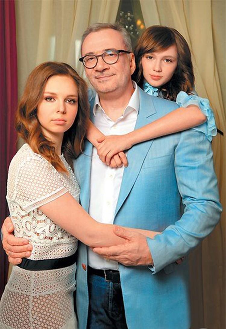 Младшая дочь Константина Меладзе Лия недавно отметила 15-летие