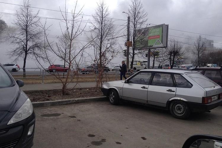 После коммунальной аварии улицы заволокло клубами пара. Фото: Вероника Рожкова.