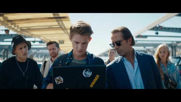Фёдор Бавтриков в роли хакера Коли - внебрачного сына банкира Матвея.