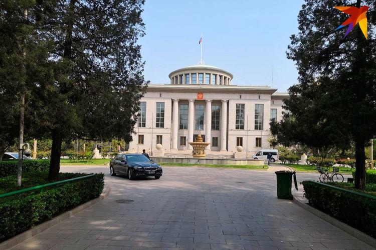 Российское посольство в Пекине занимает 16 га. Это одна из крупнейших по территории дипмиссий в мире. Фото :Алексей Иванов
