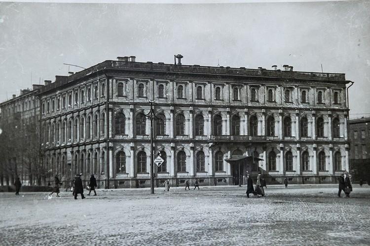 К концу 30-х годов во Всесоюзном институте растениеводства в Ленинграде находился самый большой генный фонд семян в мире.