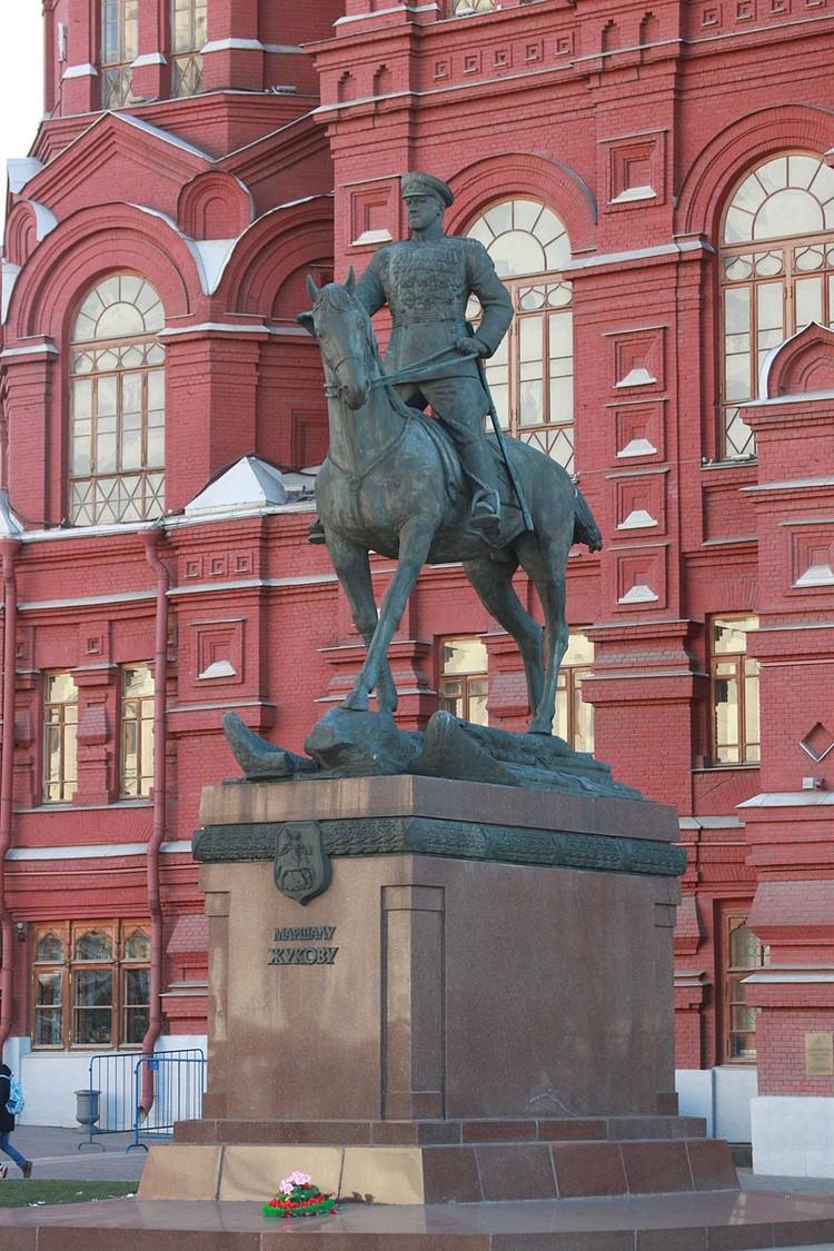 Памятник Маршалу Жукову. Фото: Википедия