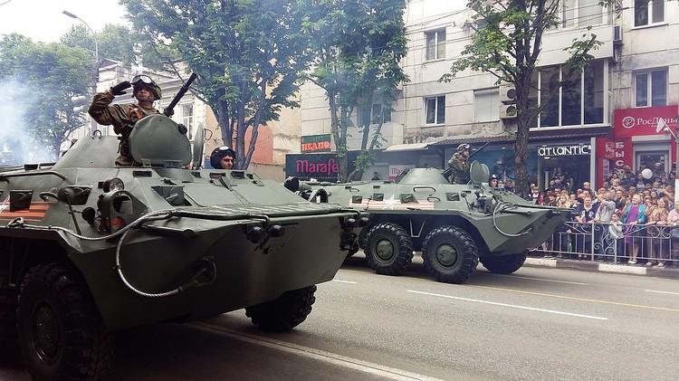Зрители увидят танки, бронетранспортеры и другую боевую технику.
