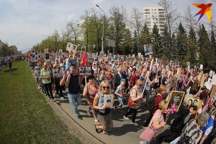 В этом году в колонну в Челябинске встали около 120 тысяч горожан.