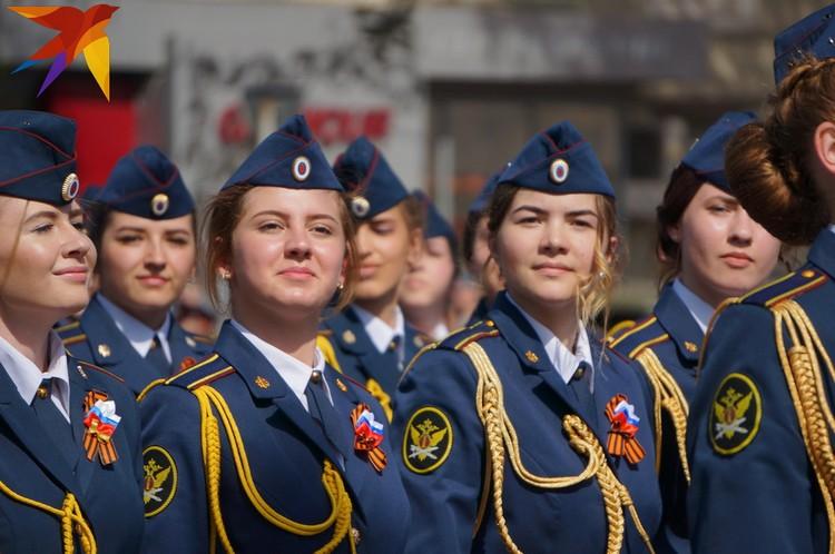 Девушки из Академии ФСИН России - украшение каждого парада.
