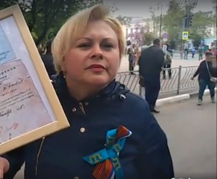Лемара Селезндили пришла с портретом и военными документами дедушки.