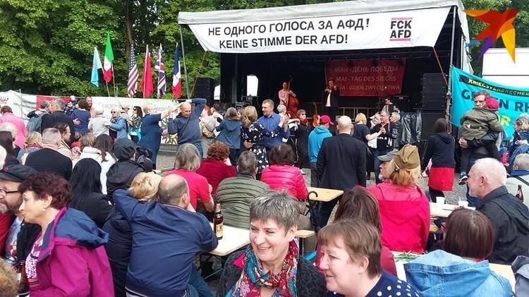 В торжествах в Трептов-парке участвовали десятки тысяч человек