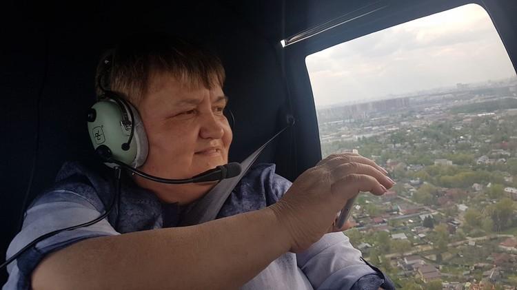 Гостье подарили полет на вертолете. Фото: Борис Анзов/FB