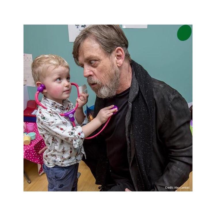 Марк много общается с детьми, но хочет еще больше