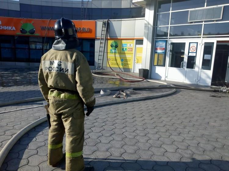 Площадь возгорания составила 80 квадратных метров.