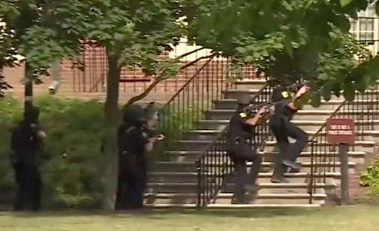 Полиция вступила в перестрелку с нападавшим