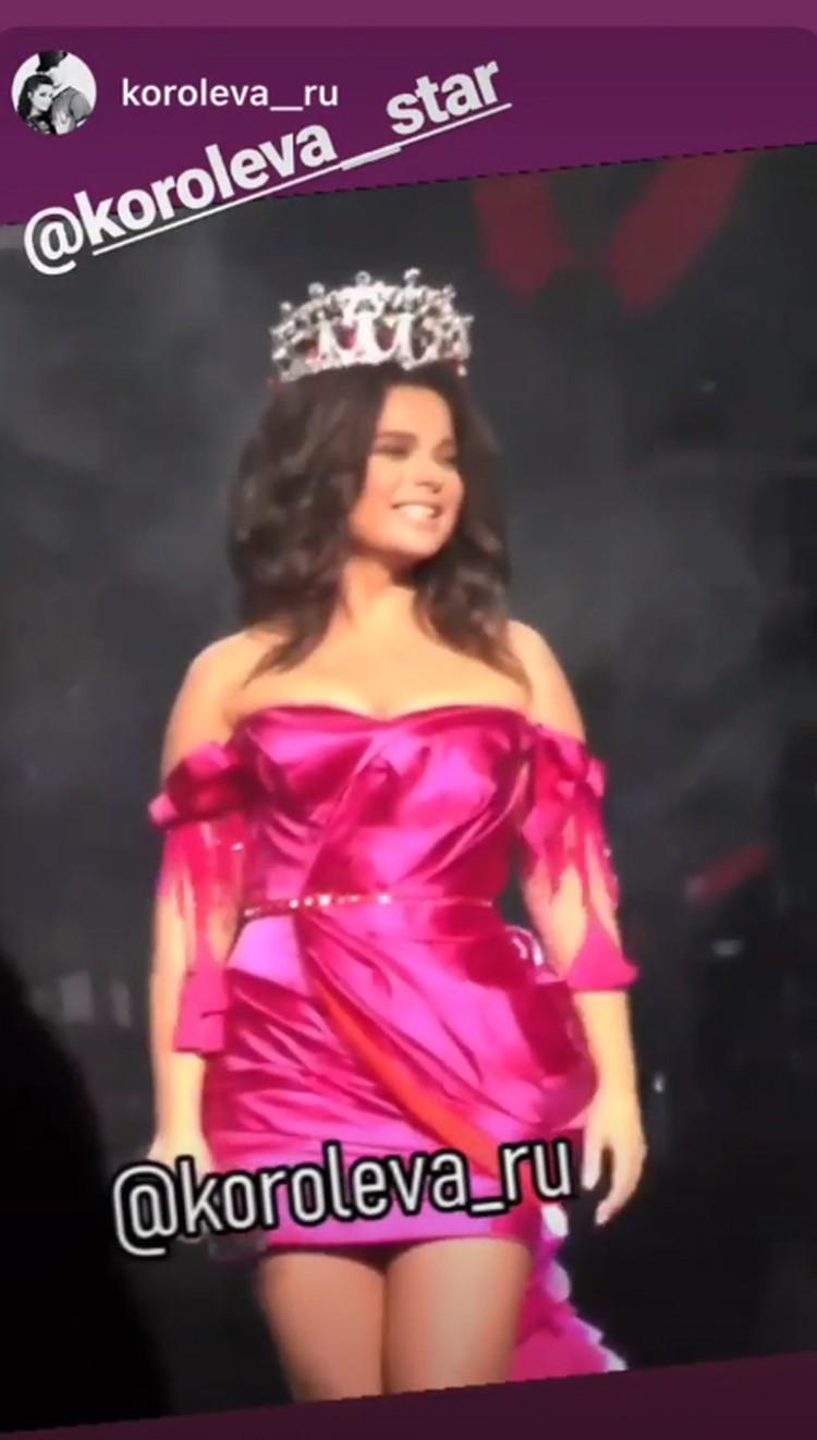 Наталья рассказывала в Инстаграме, что долго искала под корону подходящее платье, и нашла с большим трудом.