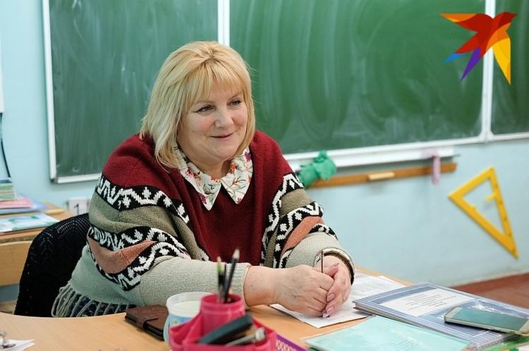 Первая учительница Насти Любовь Васильева вспоминает, что ведущая была скромной в детстве