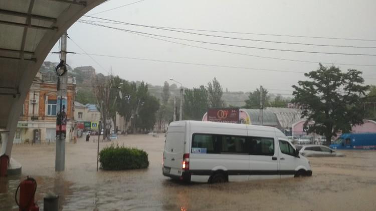 На автовокзале Севастополя - тоже потоп