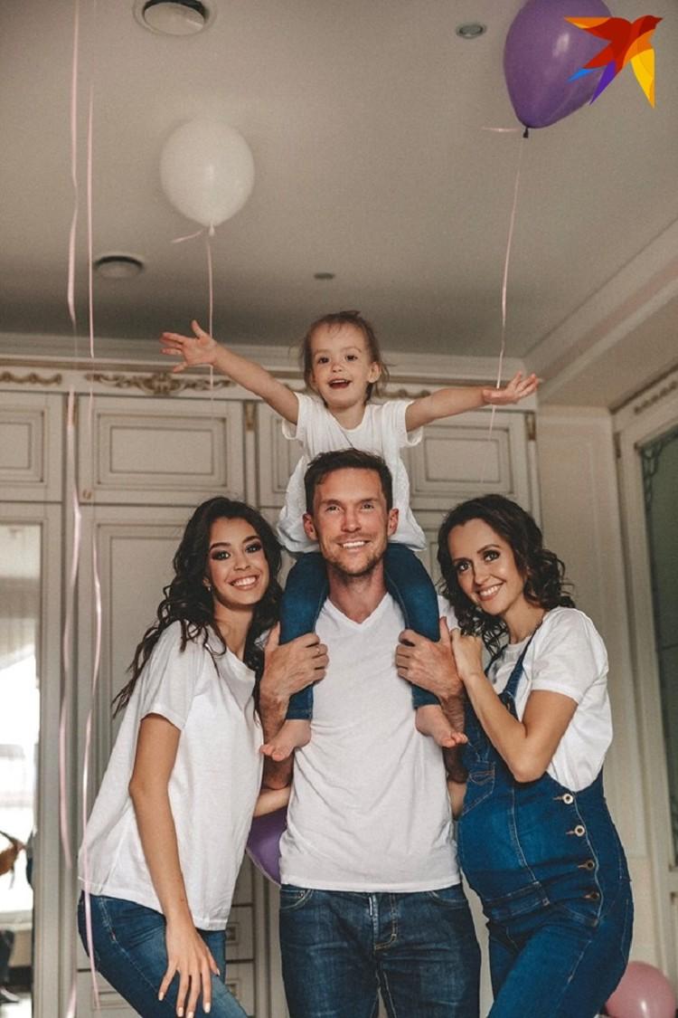 Днем 10 июня в 6 роддоме столицы супруга Светлана родила знаменитому футболисту Александру Глебу вторую дочку. Фото: личный архив.