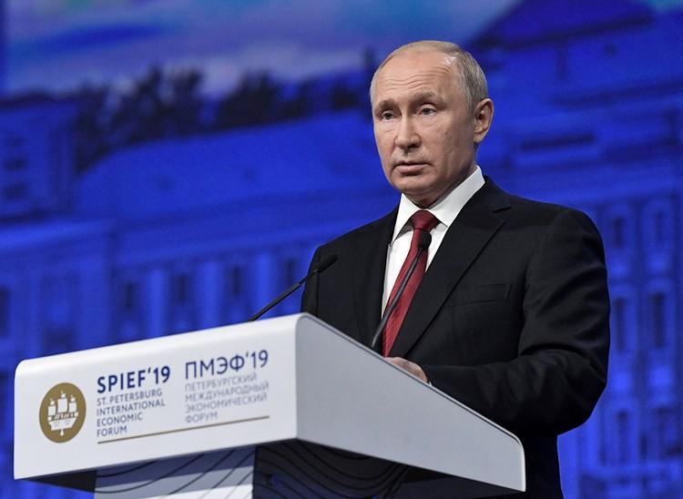 Основным событием Форума стало пленарное заседание с участием Президента России Владимира Путина