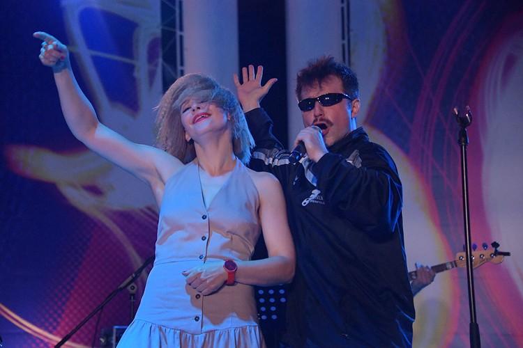 В этом году Юля посвятила выступление лихим 90-м