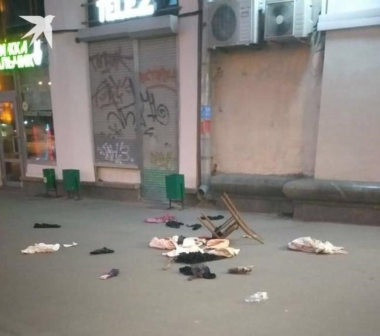Обиженная женщина, которую бросил муж, выбросила из окна четвертого этажа ненужные ей вещи