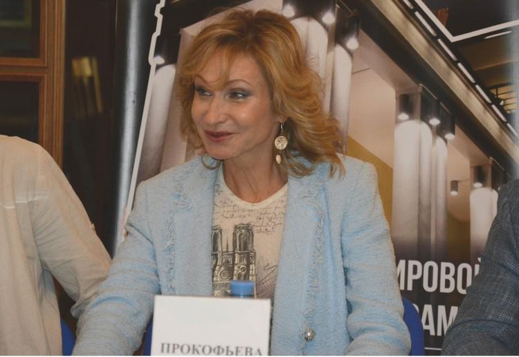 Ольга Прокофьева оценивает культурный уровень зрителей по звонкам телефонов во время спектакля.