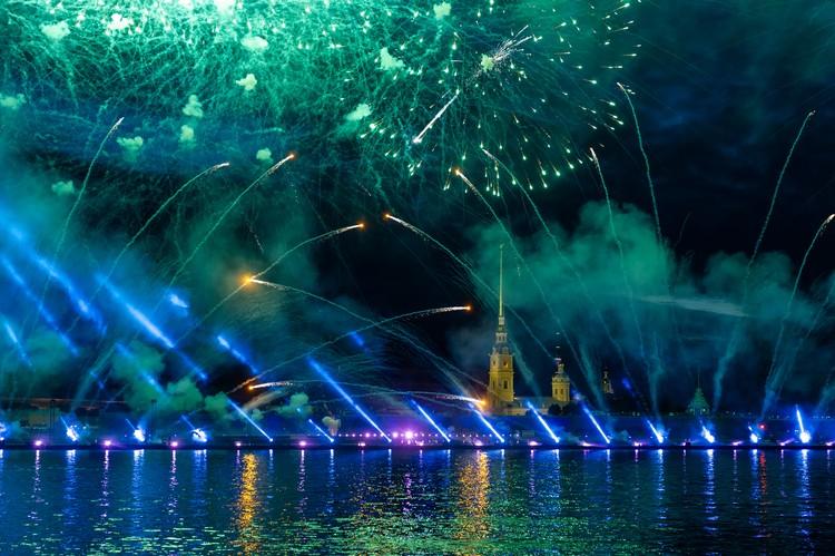 Салют на Алые паруса в Санкт-Петербурге 2019 начнется в 00.40 24 июня.