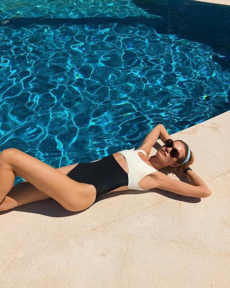 Согните ногу, как Наталья Водянова. Фото: личный Инстиграм