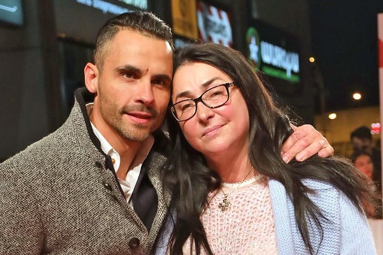 Лолита Милявская, объявившая о разводе с молодым мужем Дмитрием Ивановым, уже неделю живет одна.