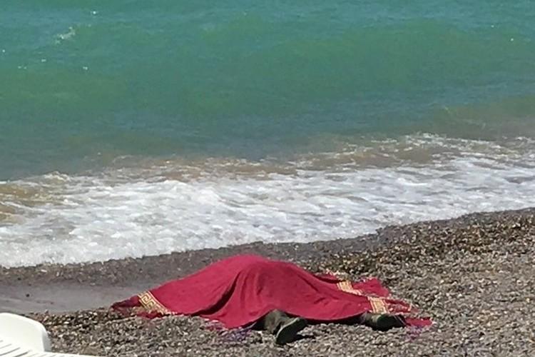 Тело вынесло на один из пляжей Крыма. Фото: Вконтакте\ Типичная Николаевка