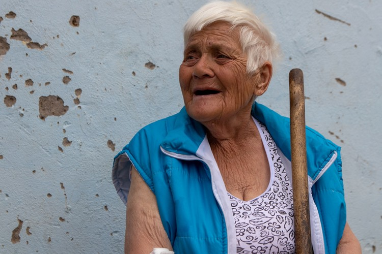 Для гостей баба Тоня всегда рада спеть песню