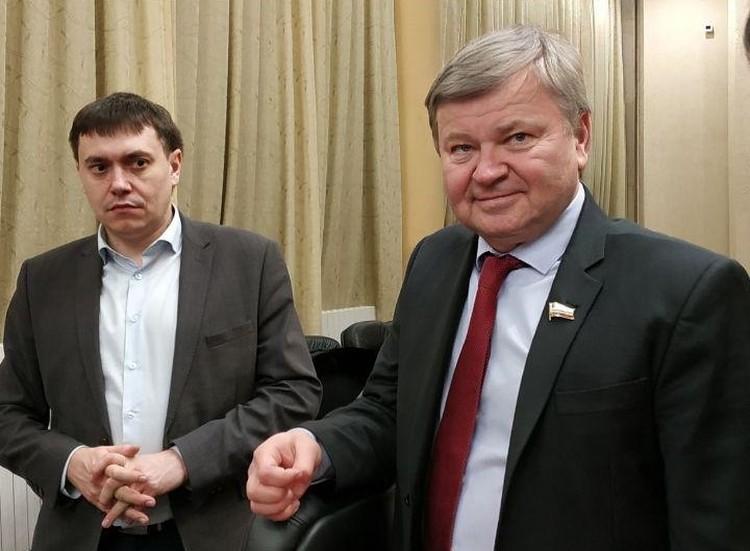 Дмитрий Тепин (справа)