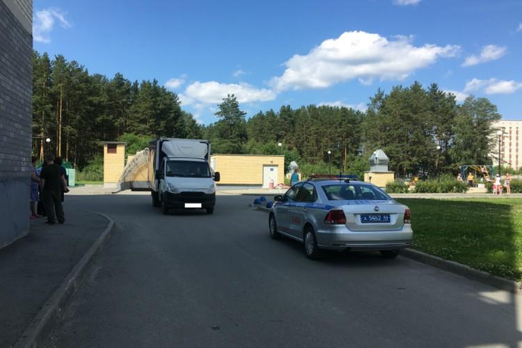 Водитель сдавал назад, когда сбил пострадавших Фото: отделение пропаганды ГИБДД Екатеринбурга