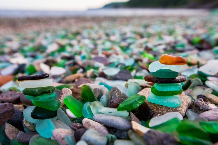 Кусочки шлифованного морем стекла