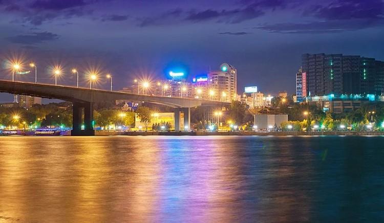 Ростов-на-Дону: вид с набережной лебвердона на город. Фото Сергей АРЧАКОВ