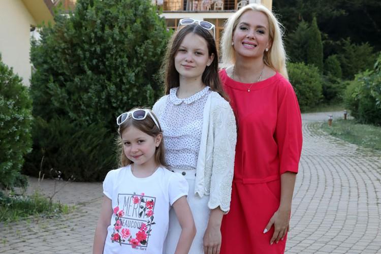 Дочери Марии Порошиной от брака с Ильей Древновым.