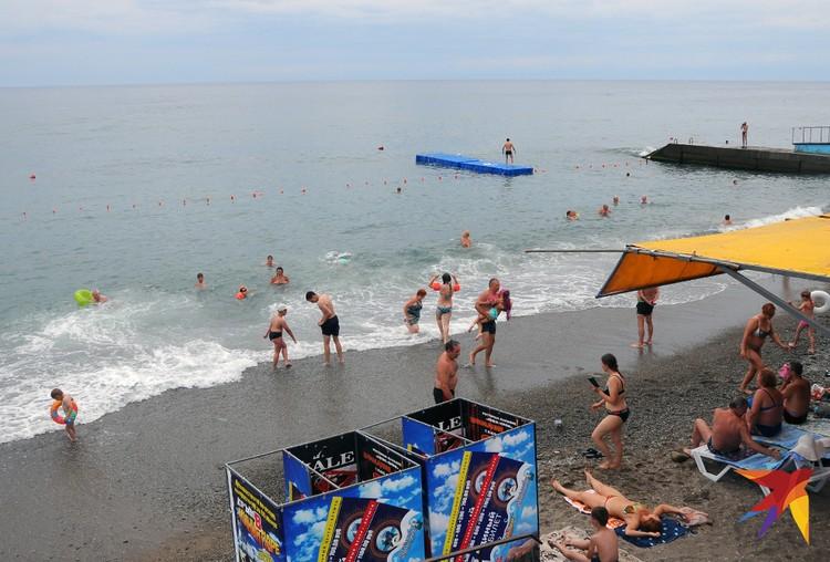 На пляже в Профессорском уголке куда более свободно, чем в других городских зонах отдыха.