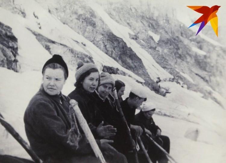 Туристы на отдыхе после штурма одного из перевалов. Фото: предоставил Павел Тарзин