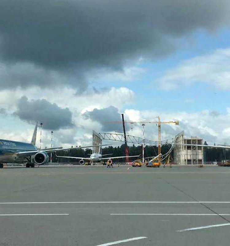 В московском аэропорту Шереметьево утром 3 августа обрушилась крыша строящегося ангара возле терминала D. Фото: Саина Шикарова